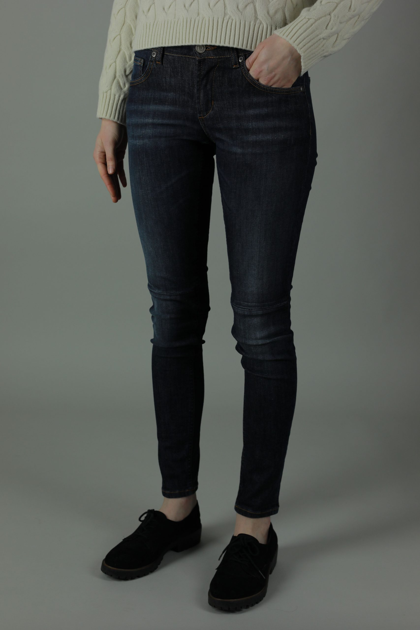 These 100% cotton mid waist Meghan Dublin jeans are durable, practical and stylish for year round wear. The Meghan range jeans feel smooth against your skin but firm to hold shape for a comfortable and flattering fit.