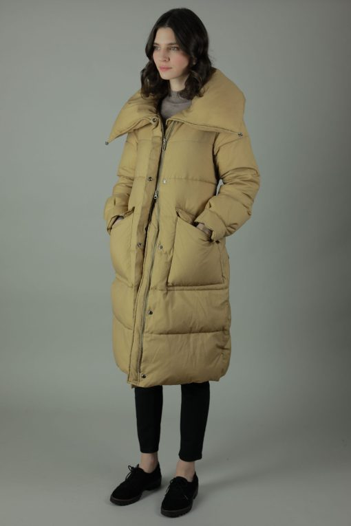 The Cassidy Down Coat would be the practical new addition to your winter wardrobe. The Cassidy's beautiful Nylon shell is padded with Down and features a waist belt for optional silhouette. The Cassidy comes in a dusky pink or sand colour, each colour with matching zip and button accessories and oversized collar to give hood effect. The Cassidy has two front exterior patch pockets with button closings, interior breast pocket and a dual zips for multiple styles.