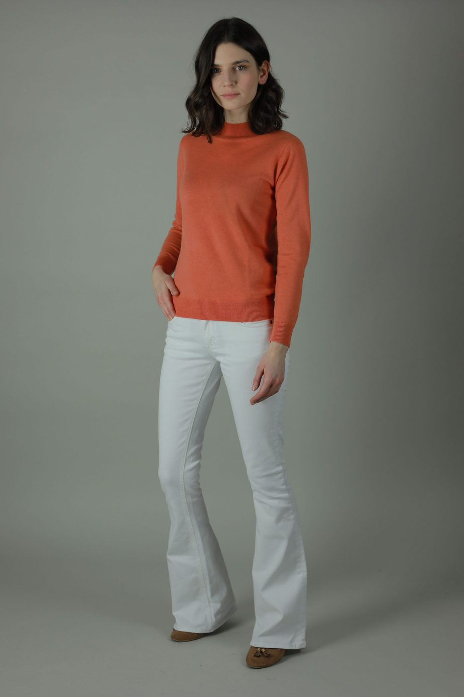 Bring back the retro with our Alia Florence Flare jean. Summer style to Christmas casual the Alia Florence travels light and wears comfortably. Front view.