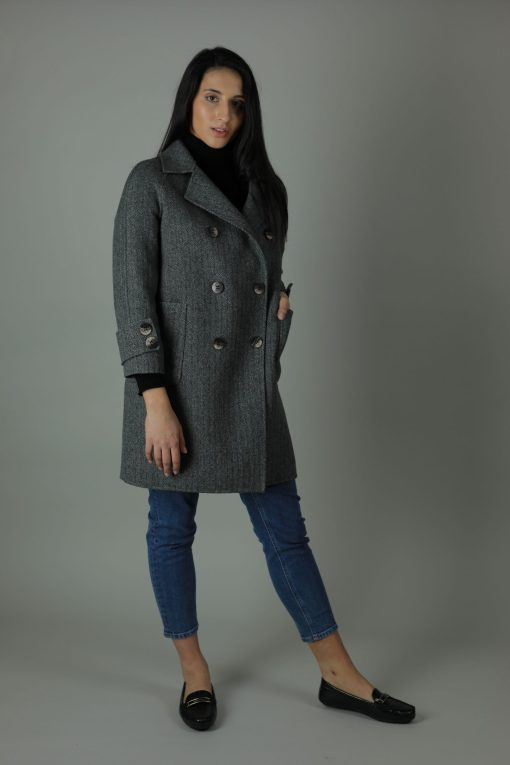 Luxurious style in the Ellie Cashmere double-face Coat for a year round look. Thigh length for casual wear, this coat features 100% Cashmere, loose fitting style and beautiful marble effect buttons.