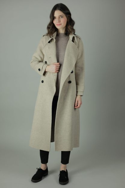 Luxury and warmth, the Alice Cashmere double wear coat is a non compromiser. Any season, any occasion this iconic style features 100% cashmere, back belt for silhouette and comes in two colours.