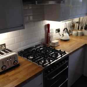Oak worktops around oven