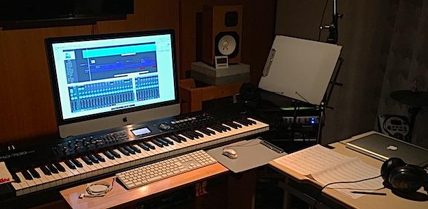 アレンジ中のスタジオの様子