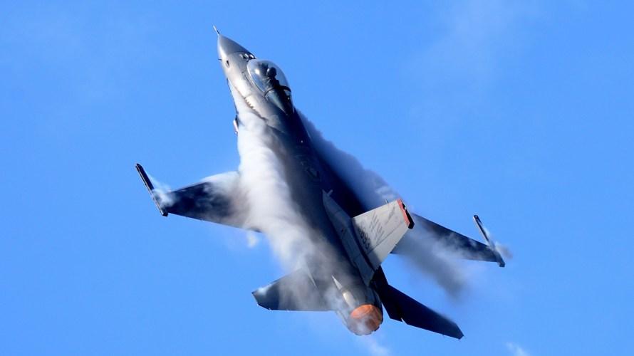 戦闘機の排気は、どれくらい熱いか