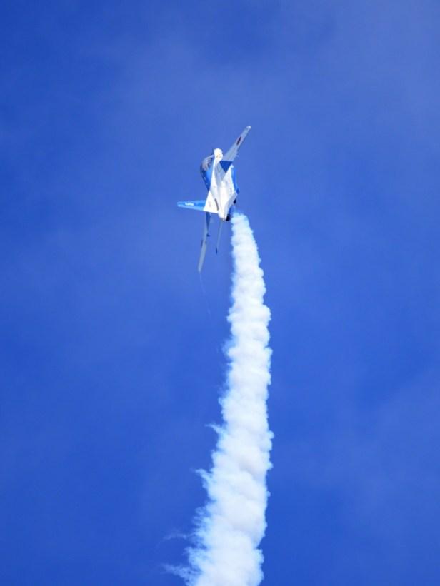 バーティカルクラームを披露するT-4 高度9000ftまで一気に駆け上がるのは高い余剰推力の成せる業