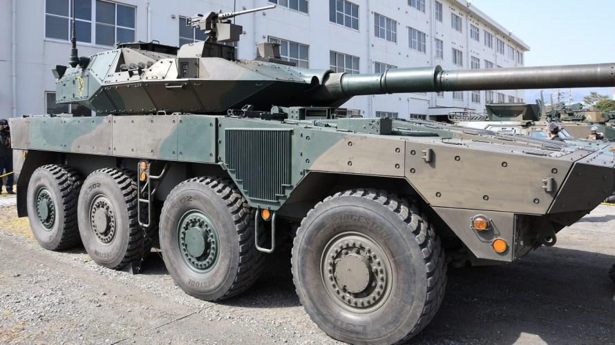 16式機動戦闘車。試作型と量産型を見比べてみた。
