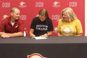 Zehr commits to volleyball at Hesston