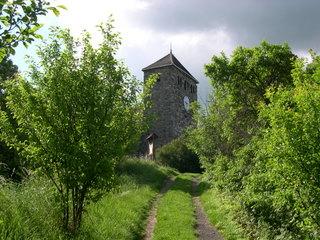 Bild: Die Kirche St. Michael auf dem Burgberg von Bösenburg.