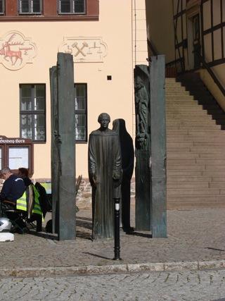 Bilder: Denkmal zu Ehren des Predigers und Bauernführers in der Fachwerkstadt Stolberg im Harz.