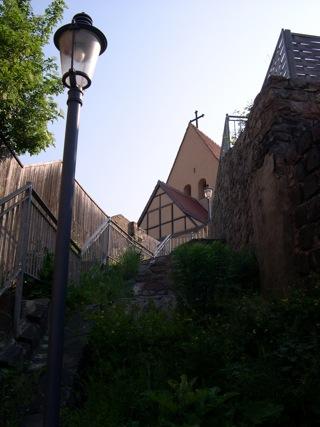 Bild: Sie Stiege vom Luisenplatz zur St. Gangolf Kirche auf dem Kupferberg.