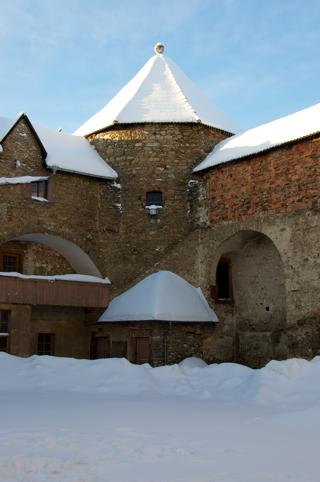 Bild: Detailansicht des Rundturmes des Schlosses zu Harzgerode im Schlosshof.