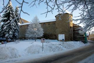 Bild: Der Rundturm von der Außenseite des Schlosses zu Harzgerode.