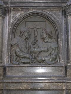 Bild: Die nördliche Reliefplatte am Lutherdenkmal zu Eisleben.