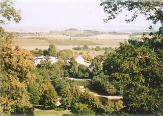 Bild: Blick von Schloss Ballenstedt auf die Teufelsmauer. Die Gegensteine bei Asmusstedt.