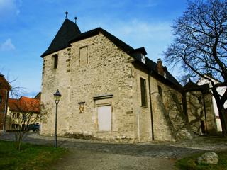 Bild: Die Kirche St. Margarethen zu Aschersleben. Blick auf die Südwestseite der Kapelle.