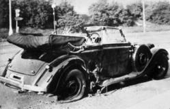 Bild: Der beschädigte Wagen Reinhard Heydrichs nach dem Attentat. Under the licence of Commons:Bundesarchiv. Bundesarchiv, Bild 146-1972-039-44 / unknown / CC-BY-SA.