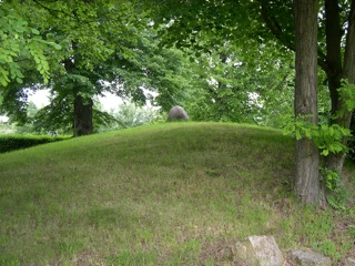 Bild: Das Riesenlabyrinth Trojaburg bei Steigra.