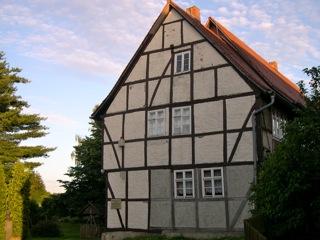 Bild: Das Geburtshaus des Dichters Gottfried August Bürger in Molmerswende. © 2007 by Bert Ecke.