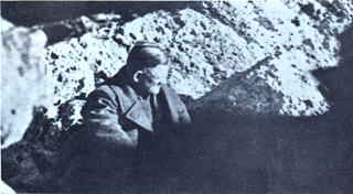 Bild: Der gekidnappte General Heinrich in seinem Versteck im Ida-Gebirge. Dieses Bild ist gemeinfrei, weil seine urheberrechtliche Schutzfrist abgelaufen ist.