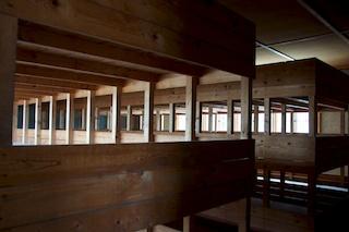 Bild: Im Inneren einer Häftlingsbaracke in einem Konzentrationslager (Aufnahme in Gedenkstätte KZ Dachau).