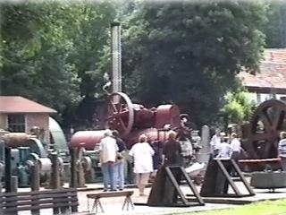Bild: Dampfmaschinen auf dem Freigelände des Mansfeld-Museum. An den regelmäßig durchgeführten Dampftagen werden diese Exponate sogar in Betrieb genommen.