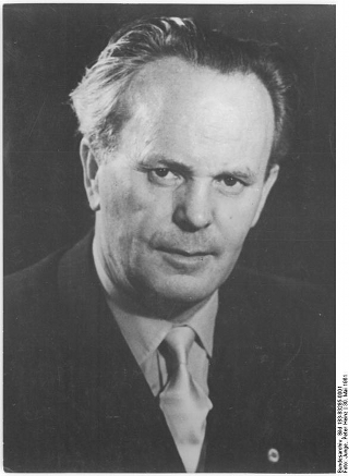 Bild: Otto Gotsche. Bild: Under the licence of Commons:Bundesarchiv. Bundesarchiv, Bild 183-83285-0001 / Junge, Peter Heinz / CC-BY-SA.
