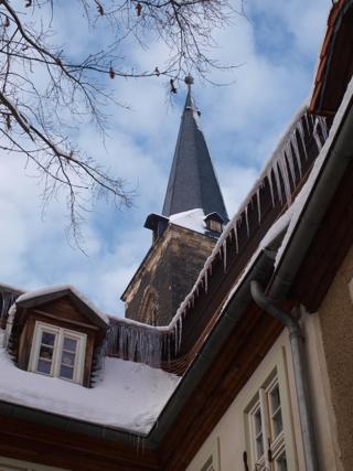 Bild: Der südliche Turm der Stadtkirche St. Stephani zu Aschersleben vom Halken aus gesehen.