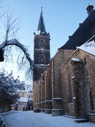 Bild: Blick auf das Langhaus und den Südturm der Kirche St. Stephani zu Aschersleben.