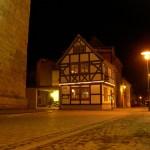 Aschersleben - An der Marktkirche St. Stephani bei Nacht.