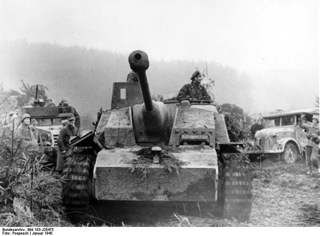 Bild: Sturmgeschütz der SS in den Ardennen. Bild: This file is licensed under the Creative Commons Attribution-Share Alike 3.0 Germany license.