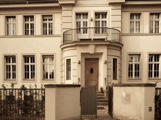 Bild: Die ehemalige französische Militärverbindungsmission in Potsdam Seestraße. Diese Bild wurde vom Inhaber des Copyright gemeinfrei gestellt. Urheber: Der Babelsberger.