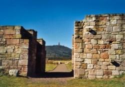 Bild: Blick von der Königspfalz zu Tilleda auf das Kyffhäuser-Denkmal.