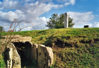 Bild: Die Dolmengöttin oder der Menhir von Langeneichstädt.