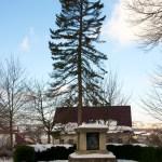 Bild: Winter 2010/2011 - Kriegerdenkmal an der Stiftskirche zu Gernrode.