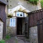 Bild: Höhlenwohnung an der Dorfstraße von Langenstein.