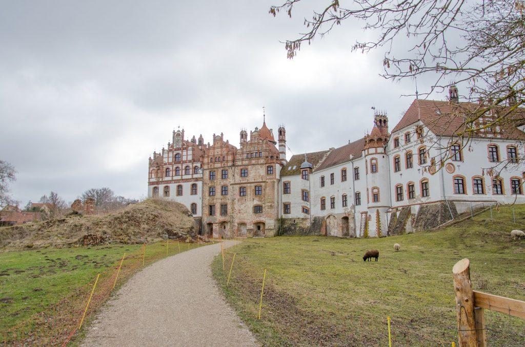 Basedow Schloss hinten