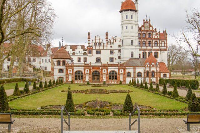 Basedow Schloss vorne