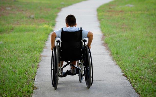 كرسيا متحركا لذوي الاحتياجات الخاصة