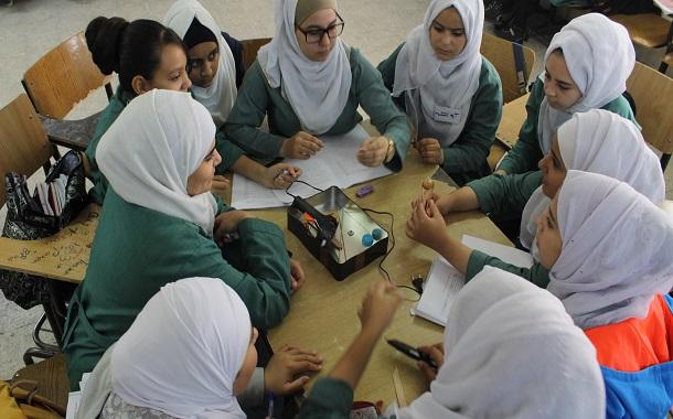 مجموعة من طالبات مدرسة ذات الصواري الثانوية للبنات بمحافظة العقبة المشاركات في البرنامج