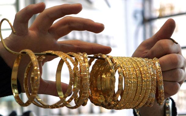 الذهب يسجل أقل سعر في أكثر من 5 أسابيع