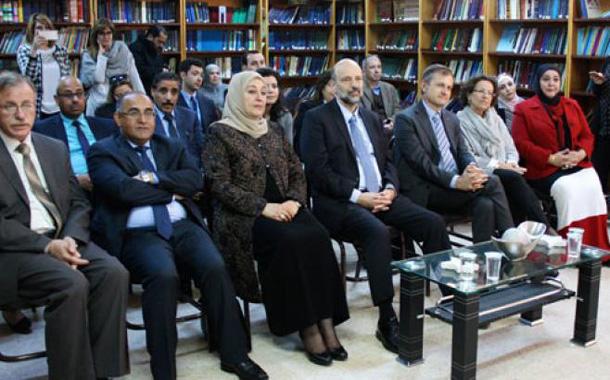 وزير التربية والتعليم عمر الرزاز خلال زيارة لمدرسة بنت عدي الثانوية للبنات -(من المصدر)
