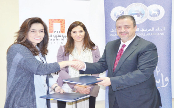 جانب من توقيع الاتفاقية بين العربي الإسلامي ومؤسسة الأميرة تغريد للتنمية- (من المصدر)