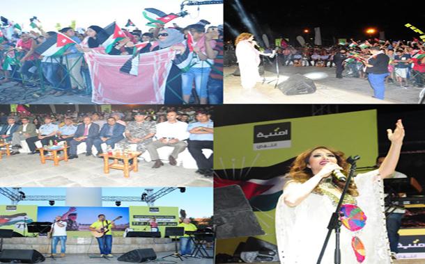 أمنية تحتفل بعيد الاستقلال الـ71 مع الأسرة الأردنية بالعقبة