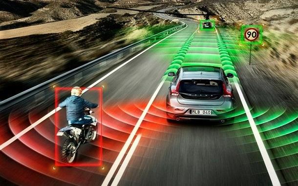 أبل تؤكد تطويرها نظام تشغيل السيارات ذاتية القيادة