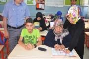 عجوز تركية تتعلم القراءة والكتابة في الـ 63 من عمرها