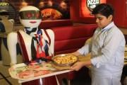للمرة الأولى.. الروبوتات تخدم زبائن مطعم في باكستان
