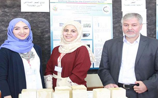 مهندستان فلسطينيتان تحولان النفايات إلى أحجار صناعية