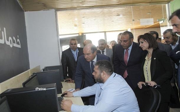 الملقي يدشن محطات لأمانة عمان الكبرى لتقديم ثماني خدمات إلكترونية