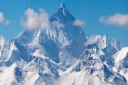 ستيني إسباني يتقاعد بعدما تسلق أعلى قمم العالم