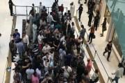 بالفيديو..... طوابير مجنونة في دبي بانتظار أيفونX